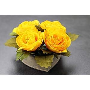 4 Rosen aus Krepppapier in Beton-Herz