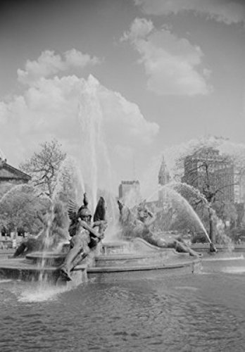 USA Pennsylvania Philadelphia Fountains at Logan Circle with midtown skyline in background Poster Drucken (60,96 x 91,44 cm) -