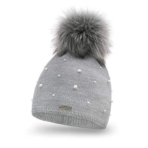 PaMaMi Damen Wintermütze mit Perlen | warme Strickmütze mit Bommel | Gestrickte weiche Bommelmütze | Slouch Beanie Hergestellt in EU | Fellbommel | Farbenauswahl (Grey)