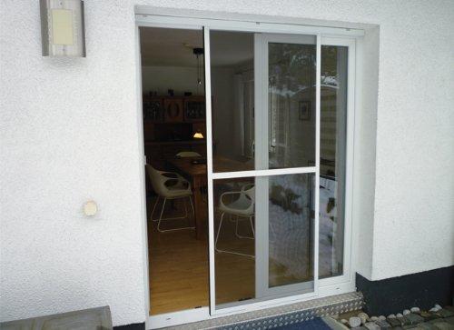 Green Tower Insektenschutz Schiebetür für Balkon- undTerassentüren | 120 x 240 cm | braun | Fliegengitter | Kunststoffrahmen | Kürzbar |