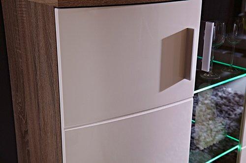 4-tlg. Wohnwand in Sonoma Eiche-dunkel-Nachbildung, Fronten in weiß Hochglanz, Maße: B/H/T ca. 285/198/50 cm - 3