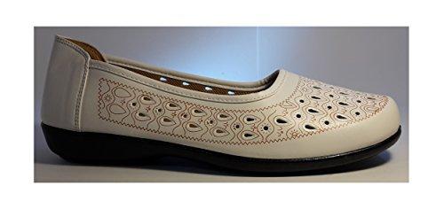 Superbequeme Mokassins Slippers Halbschuhe in Indianer - Optik, in schwarz, weiß oder braun, Damenschuhe, Modell 11094108001556, Schuh für Damen, ein echter Hingucker-Schuh. Weiß mit Muster gelocht.