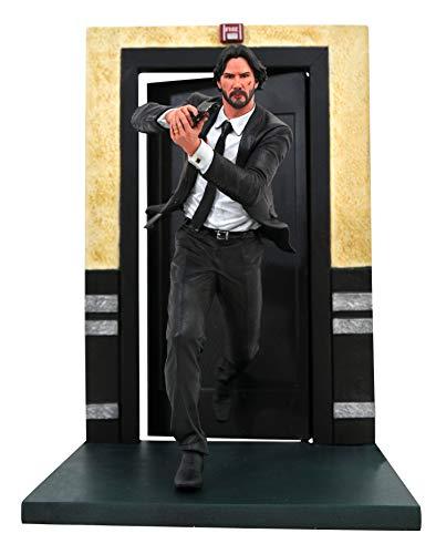 ¡Él está de vuelta!. John Wick, el sicario con corazón de hierro interpretado por el actor de cine y TV canadiense Keanu Reeves regresa en este conseguido diorama. Con 23 cm de altura y fabricado en material de PVC oficial y licenciada podemos ver al...