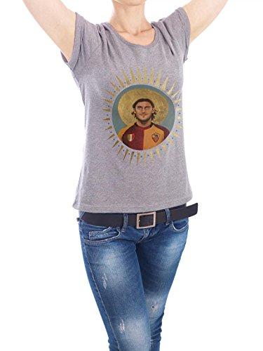 """Design T-Shirt Frauen Earth Positive """"Ikone Totti"""" - stylisches Shirt Sport Sport / Fußball Menschen von David Diehl Grau"""