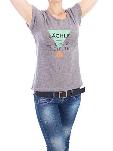 """Design T-Shirt Frauen Earth Positive """"Lächle - Es verwirrt die Leute"""" - stylisches Shirt Typografie von Pia Kolle Grau"""