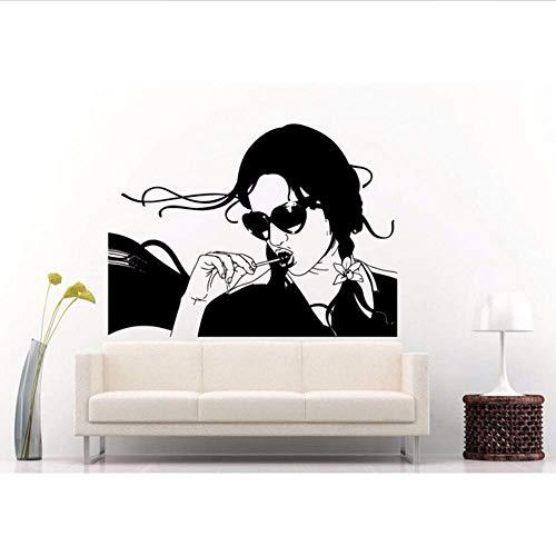 Wandaufkleber Cool Modern Style Female mit Lolly Pop im Mund Fototapete Vinyltapete Girl with Sun Glasses Shades Home Decor 57 * 68.cm