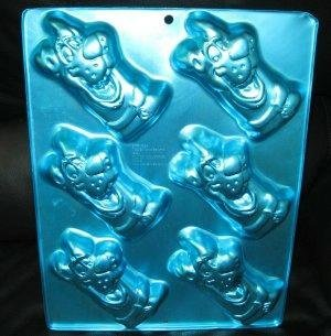 Wilton Scooby Doo Irridescents Mini Treats Cake Pan Mold ~ 6 Cavity by Wilton Enterprises, Inc.