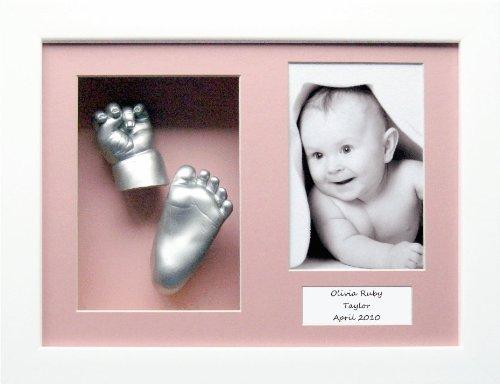 Baby Abdruckset (weißer Displayrahmen ca. 37 x 21,5 cm, pinkfarbener Innenteil mit 3 Aussparungen, Farbe Silber) (UK Import)
