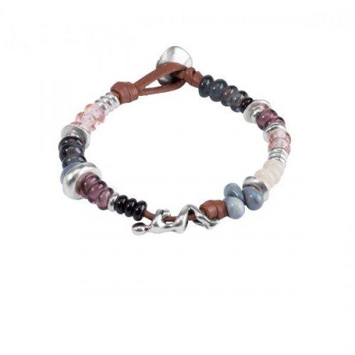 UNO de 50 Marcel PUL1446 - Pulsera de cuero compuesta por piezas de metal bañadas en plata y cristales artesanales multicolor.
