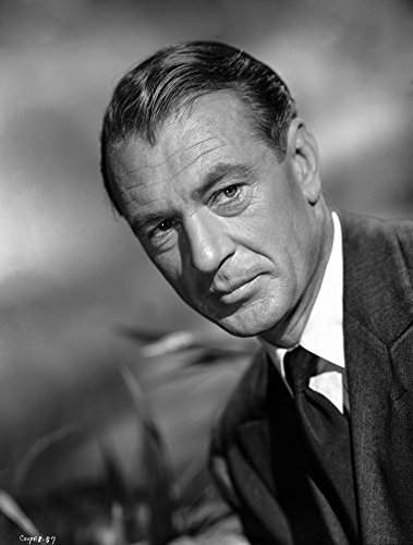 The Poster Corp Gary Cooper in Suit with a Straight Face Photo Print (20,32 x 25,40 cm) (Gary Cooper-poster)