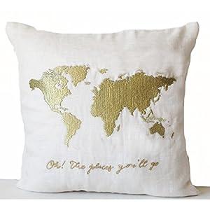 """Cojín de lino de marfil con mapa del mundo y palabras """" Oh! Los lugares accederás """" bordado en hilo de oro – el día de San Valentín – aniversario de boda Baby Shower regalo – cuarto – hecho a mano – Funda de cojín almohada personalizada"""