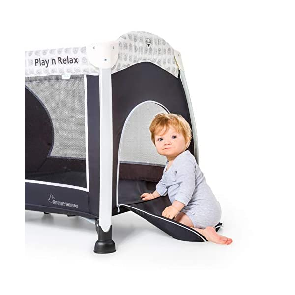 Hauck Play'n Relax, Portable Foldable Travel Cot Crib Bed Playpen for Children, from birth Up To 15 kg, 66 x 120 cm, with Net, Folding Mattress, Lateral Opening, Disney Design, Mickey Cool Vibes  Untippable design -  The playpen is smaller at the top than the bottom to improve the stability of the cot Stylish frame -  The exposed metal uprights of the frame give the play n relax a modern look Compact fold - Folds down to just 21.5 x 21.5 x 78cm making it easy to fit in the boot and take to grandma's house 11