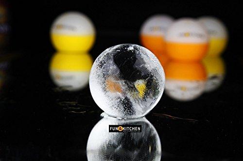 XXL MEGA EISKUGELN aus japanischer! 4 Premium Formen aus 100{70482c1784ea940a420ded723181a0d60f2212ccfb10a6d4fdb54b2a4632a282} Silikon und mit TÜV ZERTIFIKAT – Um faszinierende mega Eiskugeln zu erstellen mit einem Durchmesser von 6cm. Durch ihre Größe und das Volumen schmelzen diese Eiswürfel sehr langsam und halten so Ihre Getränke stundenlang kalt, OHNE ZU VERWÄSSERN. Geboren für Whisky, aber elegant und perfekt genug, um alle Ihre Getränke zu kühlen und zu verschönern. Kühlen, verschönern und verwässern dabei NICHT! – PREMIUM EIS, Bestseller in Italy!