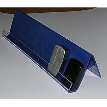 Espositore da vetrina per accendini tipo Zippo. In acrilico rivestito con carta vellutata colore blu. Lunghezza cm. 30