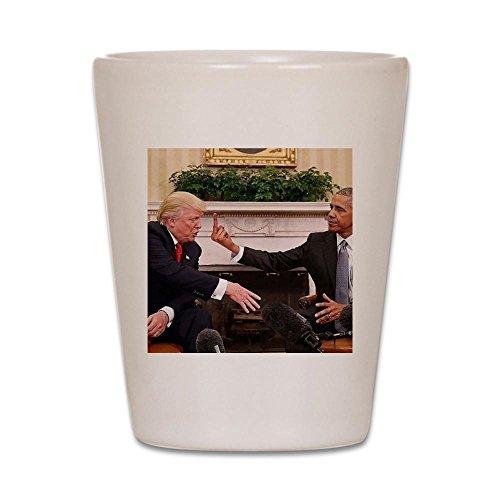 CafePress–Barack Obama geben Donald Trump die Mi–Schnapsglas, Einzigartige und Funny Shot Glas weiß (Barack Obama-glas)