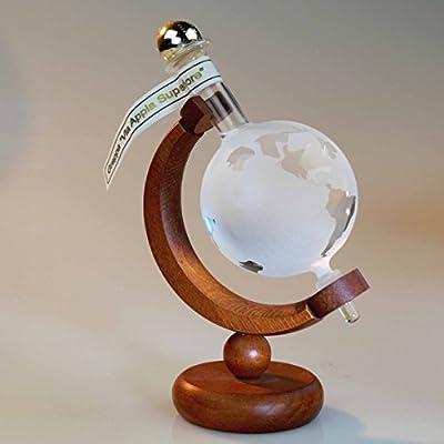 Flasche Weltkugel oder Globus 100ml auf Holzständer in Geschenkverpackung. Die handgefertigte Flasche ist befüllt mit 100 ml Grappa und in einer hochwertigen Holzkiste mit Acrylglasscheiben verpackt. Eine besondere Geschenkidee!