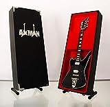 Miniatur Gitarre Replica: Paul Stanley Motorsäge Washburn PS-Modell Mini Rock Kuriositäten Nachbildung Holz Miniatur-Gitarre & Display Gratis Ständer (UK Verkäufer)