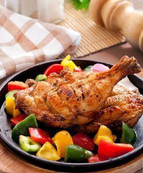 Grillelemente oben und unten garantieren, dass die Speisen von außen knusprig werden, während die Mi