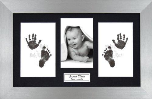 Preisvergleich Produktbild Anika-Baby BabyRice Fuß- / Handabdruck-Set für Babys, ohne Tinte, inkl. Bilderrahmen aus Zinn mit schwarzem Passepartout