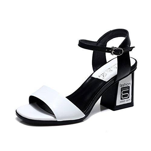 Spessa con pelle nei sandali/Una fibbia tacchi alti/Sandali romani aperti A