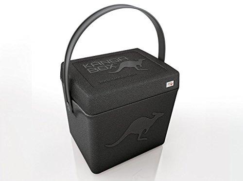 KÄNGABOX Trip TP1310SZ schwarz. Die Thermobox für unterwegs. Stabile, leichte Kühlbox und Warmhaltebox, handlich mit Tragegurt. Als Hocker zum Sitzen geeignet. Als Einkaufskorb, Picknickkorb, Flaschenkühler, Angelhocker, Kühltasche. Für Freizeit, Campen, Angeln, Picknick, Reisen, Strand und Essen auf Rädern. Inhalt 20 l. Material EPP (robust und hygienischer als Styropor)