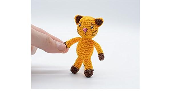 Hobbes Amigurumi - Tiger Crochet Pattern - Free - Ami Amour | 350x600