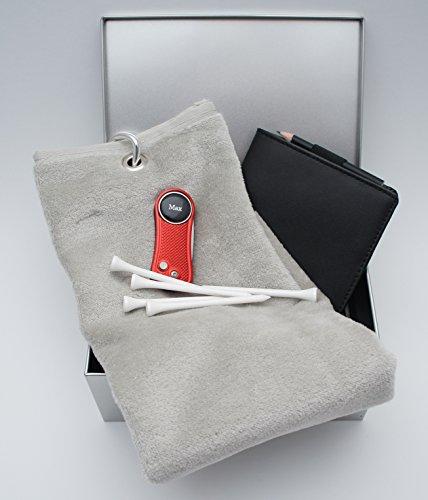 RoLoGOLF Golf Geschenk Box mit Golf-Caddytuch + Scorecard-Mappe + aufklappbarer Alu-Pitchgabel rot + personalisiertem Golfball Marker mit INITIALEN oder VORNAMEN -