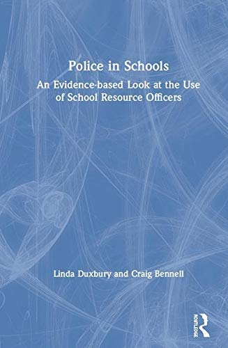 Police in Schools: An Evidence-based Look at the Use of School Resource Officers (English Edition) - Clinical Peel