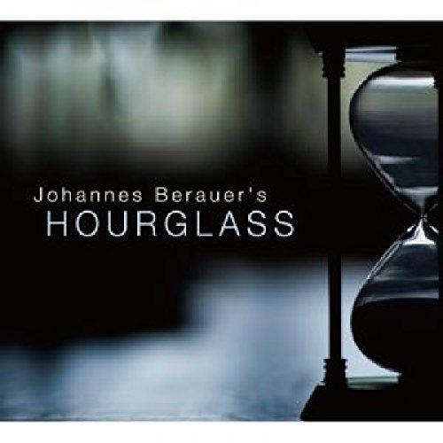 """'Hourglass' ist ein Genre-übergreifendes Album des führenden Österreichischen Komponisten Johannes Berauer und sein erstes Projekt für ein kleines Jazz Ensemble. Zu den Musikern zählen Thomas Gould (Violine), Gwilym Simcock (Piano), Mike Walker (Gitarre), Martin Berauer (Bass) und Bernhard Schimpelsberger (Drums, Percussion und Konnakol). Obwohl er kürzere, melodische Formen für die Aufnahmen präferierte, erkennt man trotzdem das kompositionelle Denken Berauers mit Fokus auf Struktur, die Weiterentwicklung von Themen und rhythmische Abenteuer. Johannes Berauer ist einer der produktivsten und vielseitigsten jungen Komponisten Österreichs. Mühelos navigiert er durch die musikalischen Stile wie klassicher Avantgarde, Jazz und Weltmusik. Kürzlich arbeitete er als orchestraler Arrangeur und musikalischer Direktor an Anouar Brahems Album """"Souvenace"""", veröffentlicht bei ECM. """"Johannes manages to connect 21st Century innovation with Jazz music to great success. I see a long and productive musical life for him -- very, very gifted."""" – Bob Brookmeyer"""