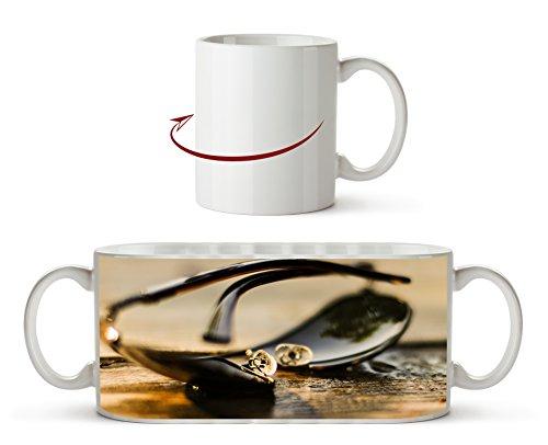 edle Sonnenbrille als Motivetasse 300ml, aus Keramik weiß, wunderbar als Geschenkidee oder ihre neue Lieblingstasse.
