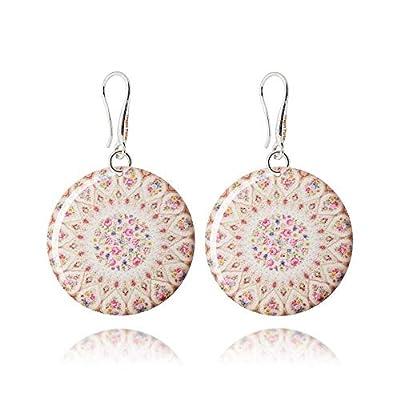 Romantiques Boucles d'Oreilles Pendantes de couleur Beige et Petites Roses Rouges; Cadeau d'Amour Anniversaire pour Jeune Femme; Diamètre 3cm