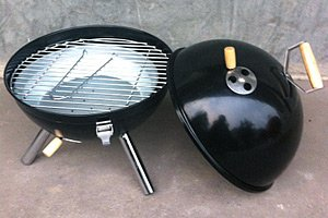 mobile mini kugel bbq grill schwarz f r unterwegs von jet line. Black Bedroom Furniture Sets. Home Design Ideas