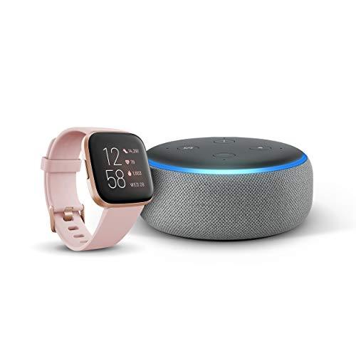 Echo Dot (3.ª generación) - Altavoz inteligente con Alexa, Tela de color gris oscuro + Fitbit Versa 2 Rosa pétalo/rosa cobrizo