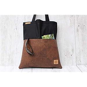 Tote Bag aus Baumwolle in SCHWARZ mit 2 Außentaschen aus Kork-Leder in BRAUN.