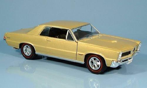pontiac-gto-gold-1965-model-car-ready-made-welly-124-by-pontiac