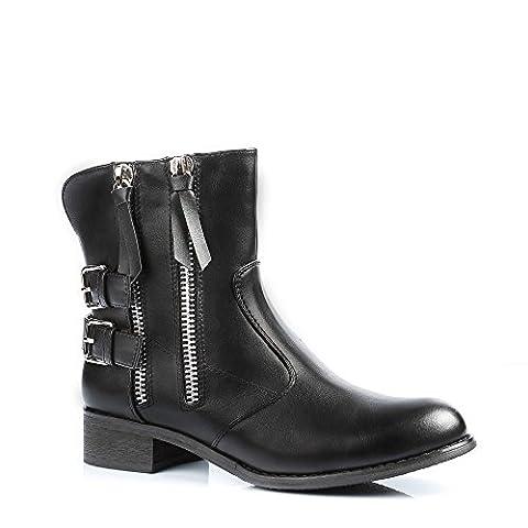 Ideal Shoes - Bottines fourrées décorées de ceinturons et de