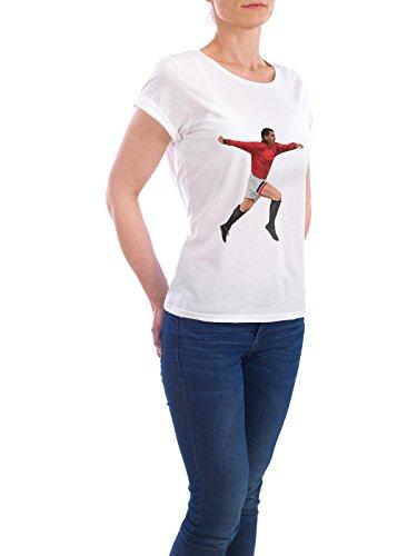 """Design T-Shirt Frauen Earth Positive """"The King"""" - stylisches Shirt Sport / Fußball Menschen von Muhammad Siddik Weiß"""