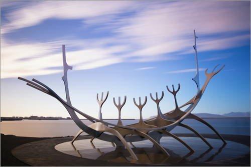Póster 120 x 80 cm: Viking Boat Sculpture Solfar de Christian Kober/Robert Harding - impresión artística, Nuevo póster artístico