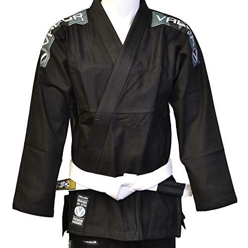 El Valor Bravura es un traje de Jiu-Jitsu Gi brasileño de alta calidad: liviano, duradero y cómodo para entrenar.  La chaqueta está hecha con algodón perlado de alta calidad, tiene una solapa de goma, con corte a medida para un mejor ajuste y está re...