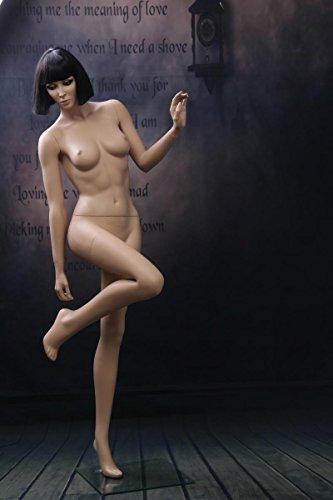 Manichini Femminile colori della pelle posa erotica