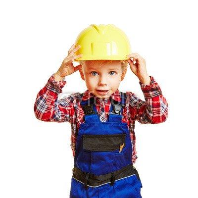 druck-shop24 Wunschmotiv: Kind als Bauarbeiter hält Schutzhelm fest #101653078 - Bild auf Forex-Platte - 3:2-60 x 40 cm/40 x 60 cm