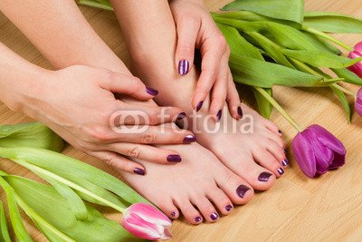 druck-shop24 Wunschmotiv: Close up of professionally done pedicure by tulips #113973452 - Bild auf Leinwand - 3:2-60 x 40 cm/40 x 60 cm (Up Leinwand Close)