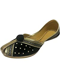 Step n Style mujeres Khussa?–?Zapatos de piel y terciopelo Punjabi jutti indio hecho a mano cordones bombas, color Amarillo, talla 40.5