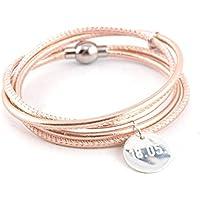 Die Geschenkidee für Damen: Zweifach gewickeltes Armband aus rosegoldenem Nappaleder mit graviertem Anhänger aus 925er Silber und Magnetverschluss aus Edelstahl. Wunschtext Gravur. Das Geschenk!