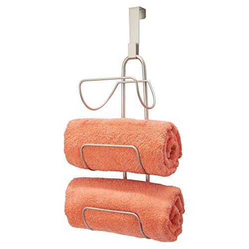 mDesign Toallero sin taladro para colgar – Estantería de baño en metal con 3 soportes – Elegante colgador para puerta para guardar toallas de baño, de mano o manoplas – plateado mate
