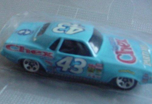 hot-wheels-richard-petty-race-cars-70-plymouth-barracuda-chex-by-hot-wheels
