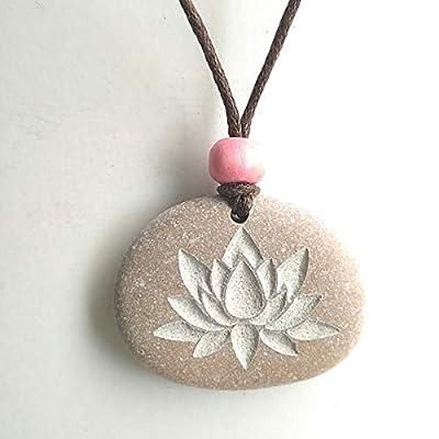 Pendentif SculptÉ Avec Une Fleur De Lotus