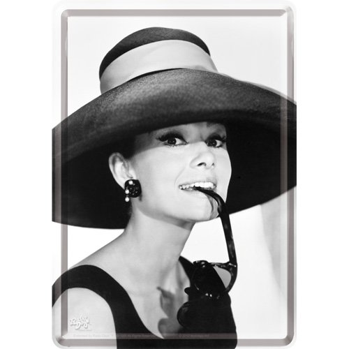 Nostalgic-Art 10166 Breakfast at Tiffany's - Audrey - Hat & Glasses, Blechpostkarte 10x14 cm -