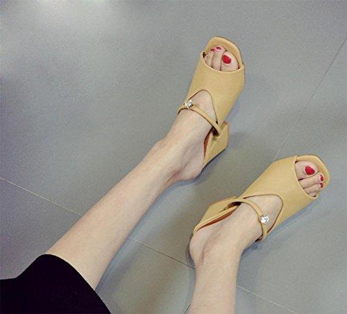 Freizeitschuhe der Frauen Sandalen Sommer Sandalen und Pantoffeln Yellow