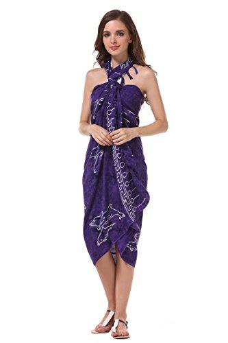 ManuMar Damen Sarong Blickdicht | Pareo Strandtuch | Leichtes Wickeltuch in Lila mit Delfin-Motiv mit Fransen/Quasten | 155x115 cm | Sauna-Handtuch | Haman-Tuch | Bikini | Bali